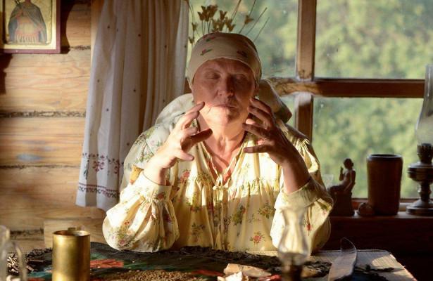 В каком городе проживает слепая гадалка баба Нина