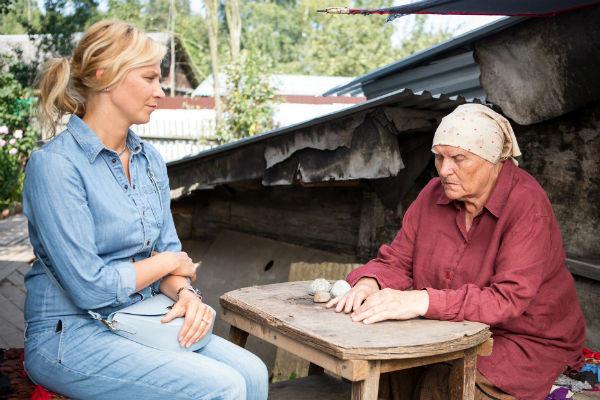 Какая актриса играет роль целительницы бабы Нины